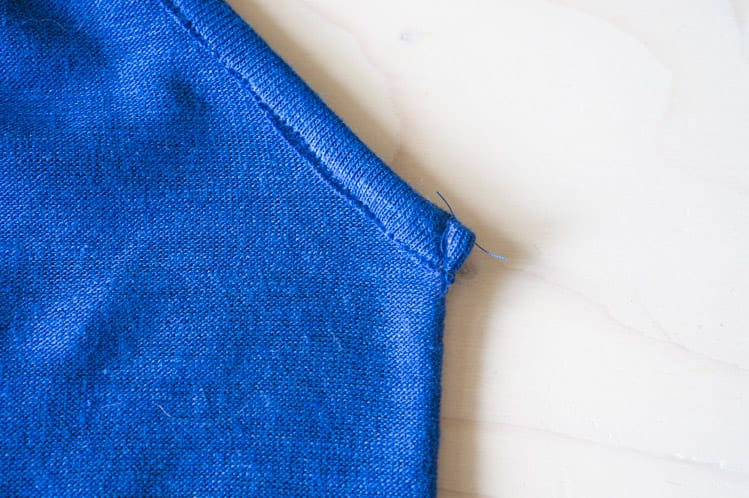 BInding a knit V neck // Sallie Jumpsuit Pattern // Closet Case Files