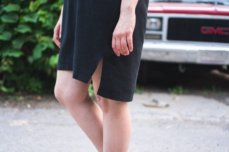 Named Inari Tee Dress Pattern // Black linen // Closet Case Files