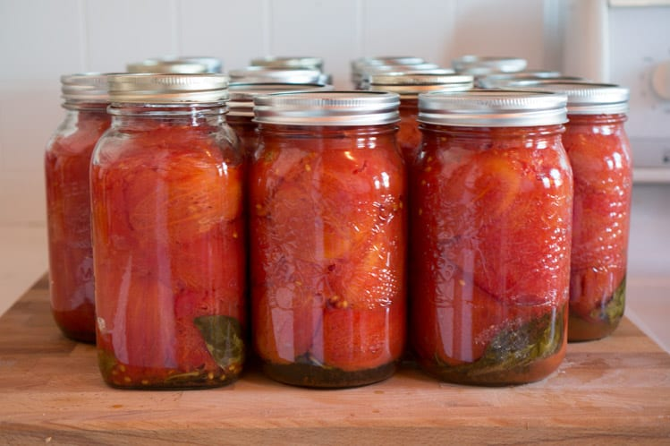 Canned tomatoes recipe // Canning tomatoes tutorial // Closet Case Files