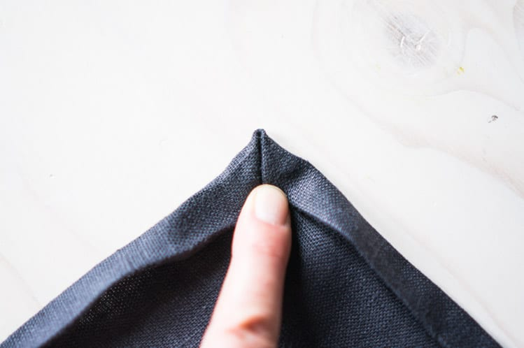 How to sew napkin with mitered corners9
