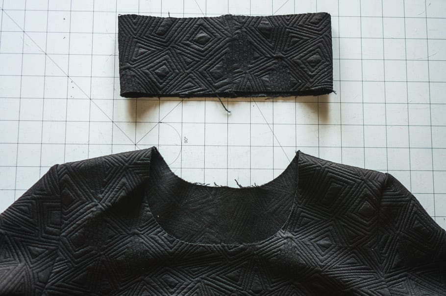How to sew a 3D knit binding neckline // Closet Case Patterns